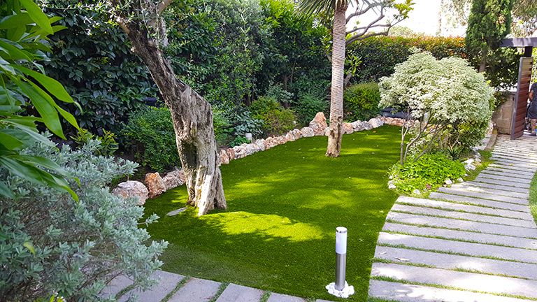 giardini in erba sintetica roma tomaro